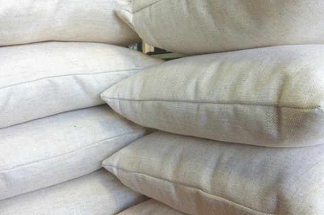 633x400bricks-cushions